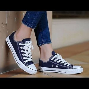 Converse Chuck Taylor All Star Low Top - Size 7.5